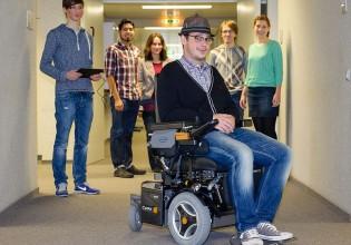 rolstoel besturen met hoofdbewegingen