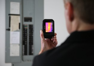 Flir C2 warmtebeeldcamera in zakformaat.