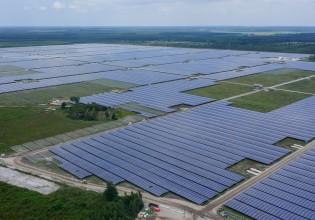 Zonnepark met fotovoltaïsche kabels van Nexans