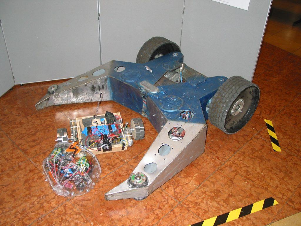 Uit de oude doos: Vision & Robotics 2006 werd opgeleukt door vechtende robots. Meer foto's in de fotoreportage onderaan (foto's: Paul Quaedvlieg)