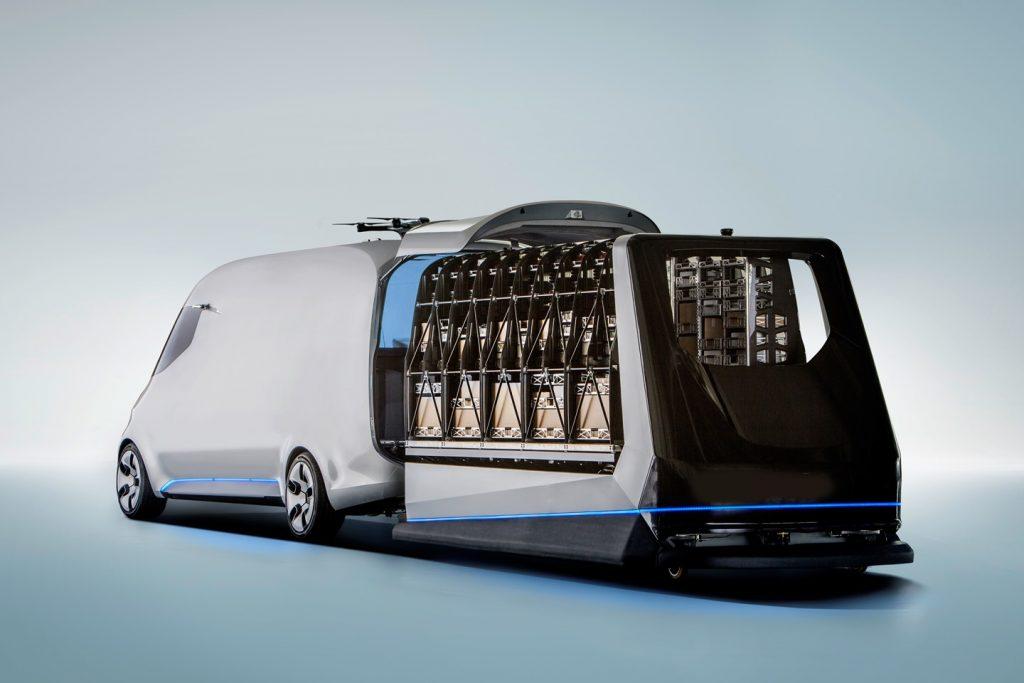 De Vision Van is een nieuw concept bestelwagen. Ook de belading gaat automatisch, zeker een interessant concept voor toekomstige pakketbezorging (foto's: Mercedes-Benz Vans)