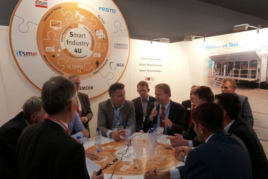Tijdens de WoTS 2016 vond er een rondetafelgesprek plaats met verschillende sparringpartners uit de industrie met als onderwerp Smart Industry in Nederland (foto: Paul Quaedvlieg)
