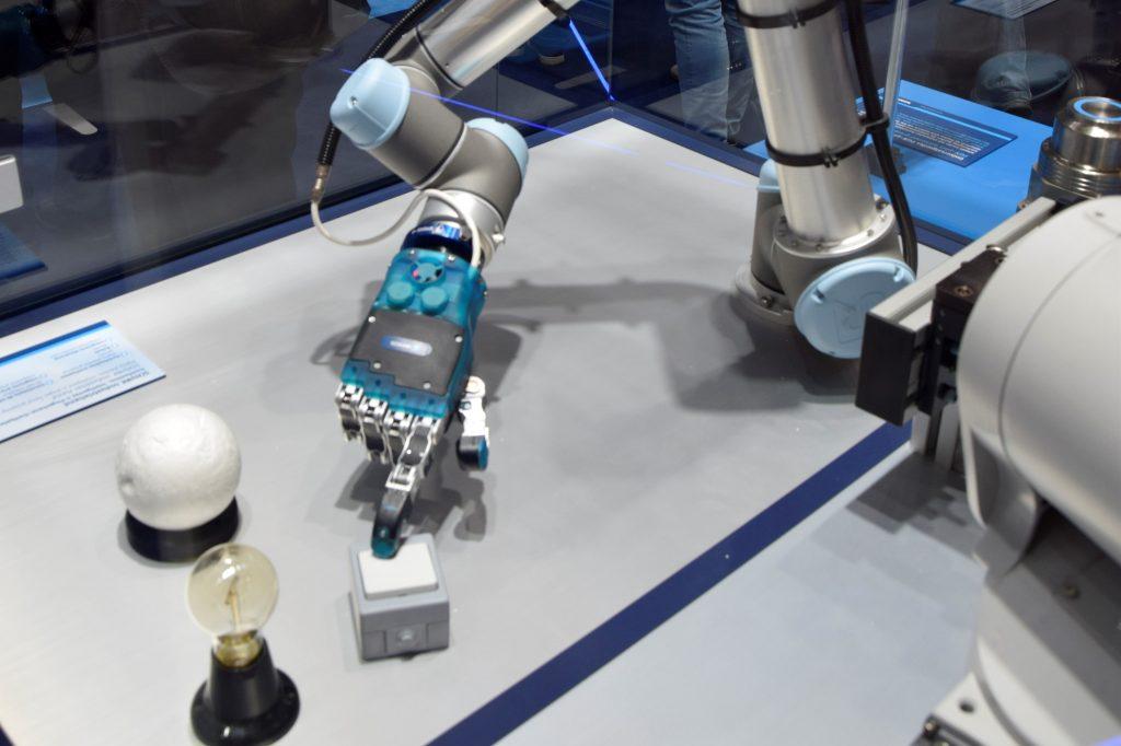 Schunk robot hand Automatica 2018