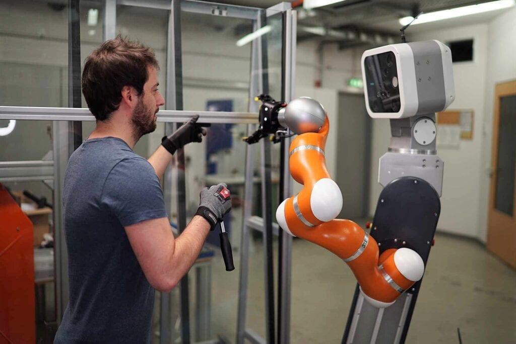 Fraunhofer IFF mensch roboter